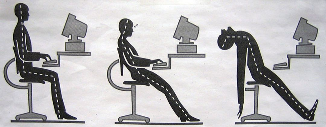 Are you sitting correctly? - An image showing how to and how not to sit at your desk